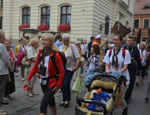 Idą i głoszą – pielgrzymi w drodze na Jasną Górę
