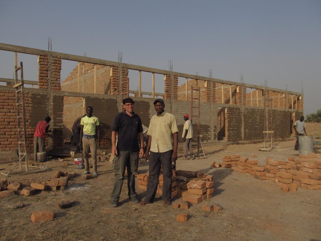 Wieści z Czadu – rosną mury szkoły