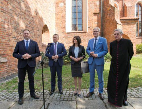 400 tys. na renowację ołtarza katedry
